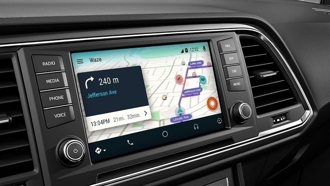 telefon připojení k autu