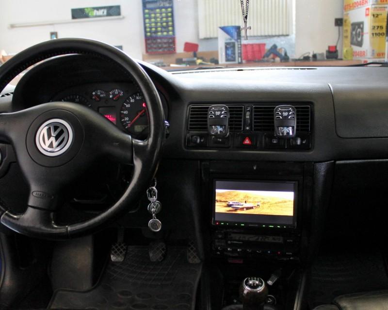 Volkswagen Golf IV - montáž 2DIN autorádia a výměna předních reproduktorů - Ahifi.cz