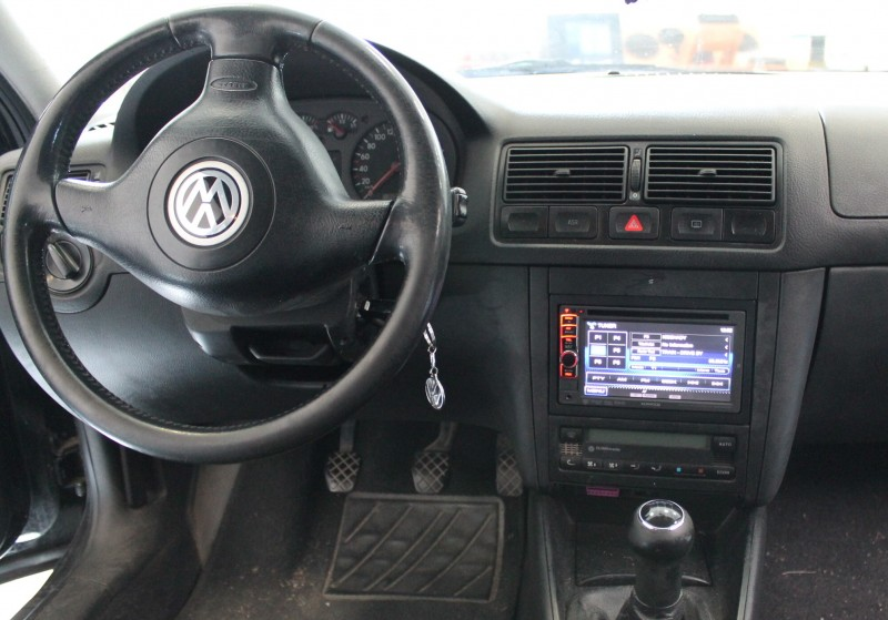 volkswagen golf iv mont autor dia a zadn ch. Black Bedroom Furniture Sets. Home Design Ideas